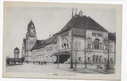 METZ - N° 131 - LA NOUVELLE GARE AVEC PERSONNAGES - CPA NON VOYAGEE - Metz