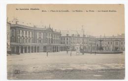 METZ - PLACE DE LA COMEDIE - LE THEATRE - LA POSTE ET LES GRANDS MOULINS - PETIT PLI ANGLE EN HAUT A G - CPA NON VOYAGEE - Metz