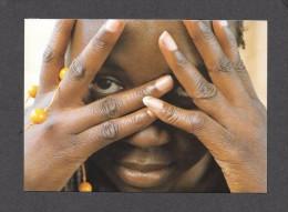 PIN UPS - SEXY EROTIC GIRL - TRÈS JOLIE FILLE ELLE CACHE SON VISAGE - Photographe Uwe Ommers BLACK LADIES  Par TASCHEN - Pin-Ups