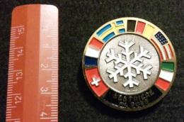 """04581 """"SCUOLA SCI SESTRIERE M. 2035 - DISTINTIVO METALL. SMALTI POLICROMI - DIAM. 39 MM"""" BADGE. ORIGINALE. - Winter Sports"""