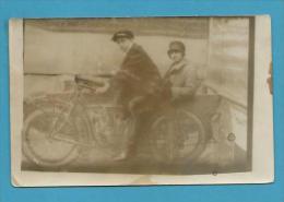CPA PHOTO Personnages Sur Une Moto A.1926 Side Car - Motos