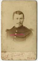 CDV Soldat Avec 2 Contre-épaulettes-photo A Courrier Maison L. Bacard Rue De Rivoli à Paris - Guerre, Militaire