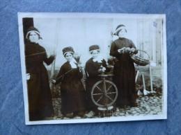 CANTAL Saint-Flour ?  Fileuses, ROUET,   ; Ref 029PH 10 - Photographs