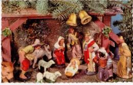 C.P.S.M. Glacée Kitsch 60's-70's - Noël Et Sa Crèche - - Santa Claus