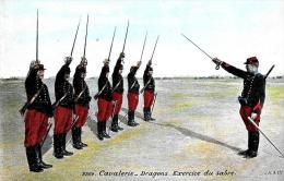 [DC2391] CARTOLINA - CAVALERIE - DRAGONS - EXERCISE DU SABRE - Non Viaggiata - Old Postcard - Regimientos