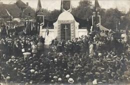 ERQUELINNES : Cérémonie Patriotique Au Monument Aux Morts - CARTE PHOTO - Maison Van Der Burgt - Erquelinnes