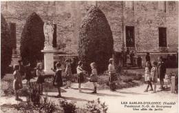 CPA 85 Vendée LES SABLES D'OLONNE Pensionnat N D De Bourgenay Une Allée Du Jardin - Sables D'Olonne