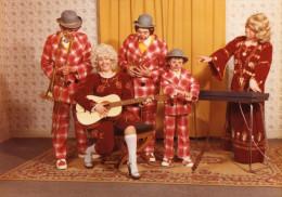PHOTO ORIGINALE GROUPE DE 5 CLOWNS  Ecole Du Cirque Micheletty  BAILLEAU-ARMENONVILLE - Persone Identificate