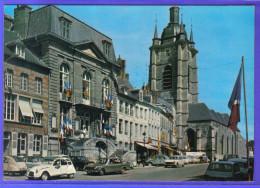 Carte Postale 59. Avesnes-sur-Helpe  Place D'Armes  2CV Citroën 404 Peugeot   Trés Beau Plan - Avesnes Sur Helpe