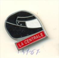 131-67. Pin Casco. La Centrale - Pin's & Anstecknadeln