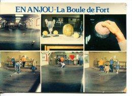 En ANJOU (49) - La Boule De Fort - Jeu De Boules Avec Des Boules En Bois Cerclé - France