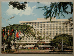 Mini, VW 1200 Coccinelle, Fiat 127, Mercedes W115, Renault 12, 16, Hotel Inter-Continental, Kinshasa Zaïre - Voitures De Tourisme