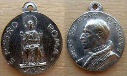 Mada-489 Médaille Pius XII Au Dos Gravé Piètro Roma - Godsdienst & Esoterisme