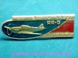 Soviet Airplane Yak-3 / Soviet Badge _01-03_1055_09 - Vliegtuigen