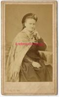 A VOIR-CDV Vers 1870/80-femme, Béret-accoutrement Curieux- Une Actrice?Photo Rampin Près Théâtre Des Variétés à Toulon - Alte (vor 1900)