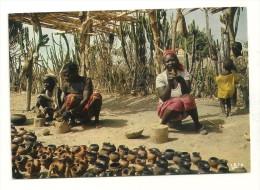 Afrique En Couleurs : Marchandes De Poteries - Cartes Postales