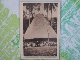 NOUVELLE CALEDONIE HUTTE INDIGENE ET FETICHE CANAC - Nueva Caledonia