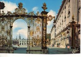 CP - PHOTO - NANCY - LA PLACE STANISLAS - GRILLES - LE GRAND HOTEL - LE THEATRE ET LA FONTAINE D'AMPHITRITE - LE CLOCHER - Nancy
