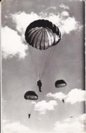 CPSM PARACHUTISME PARACHUTES - Paracaidismo