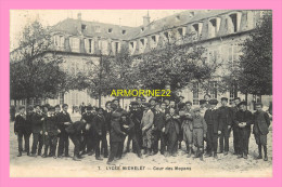 CPA  ( Vanves?) LYCEE MICHELET  Cour Des Moyens - Vanves