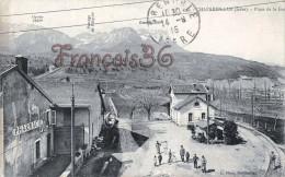 (38) Chapareillan - Place De La Gare - Pharmacie - 2 SCANS - Sonstige Gemeinden