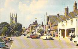 ENGLAND Wiltshire  - MARLBOROUGHT : Hight Street & St Peter's Church ( Automobiles Cars ) - Jolie CPA - - Other