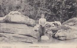 ESPAGNE---FUENTERRABIA---una Lavandera---voir 2 Scans - Espagne
