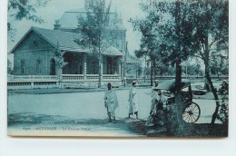 ANTSIRABE - Le Bureau Postale. - Madagascar