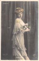 Spectacle- Jeanne BERNOU  (A) (Artiste Comédienne Théâtre) Vaudeville (robe Fleurs) (Editions:  OGERAU 2000/7)*PRIX FIXE - Artistes