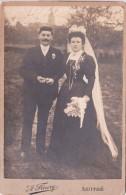 LUITRE - PHOTO  Mariage - 10 X 14,5 Collé Sur Carton Dur 10,5 X 16,5 - Photographe Amédée Fleury à Luitré ( I. Et V. ). - Personnes Anonymes