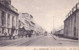 CHERBOURG - La Rue Du Val De Saire - Tramway, Personnages, Commerces. - Cherbourg