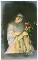 PRETTY GIRL : FIRELIGHT & FLOWERS - Donne