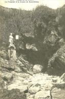 Saint Gildas De Rhuys. La Fontaine Et La Grotte De Saint Gildas. - Francia
