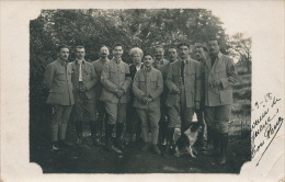 GUERRE 1914-18 - Carte Photo Portrait Militaires Posant Avec Chien En 1918 - War 1914-18