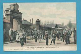 CPA Sortie Des Ouvriers Les Forges De MONTATAIRE 60 - Montataire