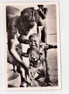 CP Photo Toilette De Bébé Au Fleuve Collection G. LABITTE - Niger