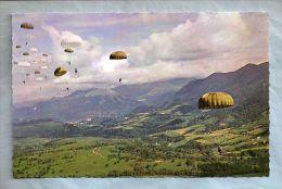 CPM - Parachutisme - Pau (64) - 1. Pendant Le Vol - Paracadutismo