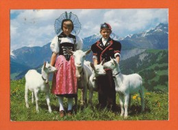 Enfants En Costume Avec Leurs Chèvres  - Chèvres - Chèvre - Ziegen - Ziege - Capre - Capra - Goats - Goat - Animaux & Faune