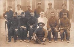 MARSEILLE - Carte-Photo De L'Hopital Municipal, Rue Lessor En Novembre 1915 - Infirmières, Blessés  - Voir Le Dos - Marseille