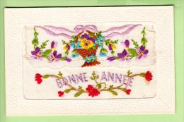 Superbe Carte Brodée Avec Message De BONNE ANNEE - TBE - 3 Scans - Brodées