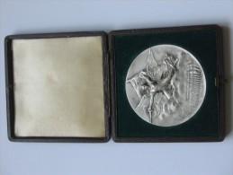 Très Belle  Médaille - Union Des Sociétés De Gymnastique De France   **** EN ACHAT IMMEDIAT **** - Francia