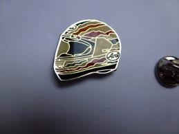 Beau Pin´s , Moto , Casque Arai Helmet - Moto