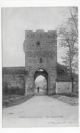 (RECTO/VERSO) VIANNE EN 1908 - UNE TOUR ET PORTE AVEC PERSONNAGE - BEAU CACHET - CPA - France