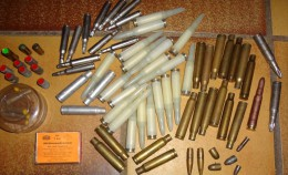 Lot De Plus De 150 Cartouches à Blanc De Divers Calibres - Decorative Weapons