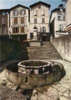 """CPM.  VILLEFRANCHE DE ROUERGUE .. PLACE DE LA FONTAINE """" LE GRIFFOUL """"- . CARTE NON ECRITE .. - Villefranche De Rouergue"""