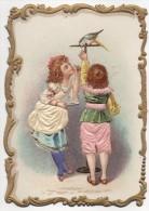 Chromo Gaufré, Enfants à L'oiseau, Robe Et Habit En Tissus Brodé, - Chromos