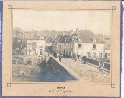 Photo XIXème Albuminée TOUCY Le Pont Capureau, Belle Animation - Photographie Contrecollée Sur Carton - 89 - Yonne - Places