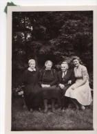 Photo Originale Famille -  Parents Et Filles Dont Une Très Grande En 1948 - Famille Geisler - Allemagne - - Identified Persons