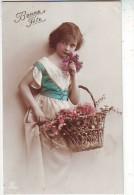 FANTAISIES. PHOTOGRAPHIE . JOLI PORTRAIT D'ENFANT . FILLE AVEC PANIER ET FLEURS . BONNE FETE - Holidays & Celebrations