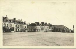 LE NEUBOURG --La Place Aristide Briand -- 1952 -- - Le Neubourg